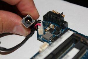 Reparacion de Conector de Carga del Portátil costo - Pcnouordenadores